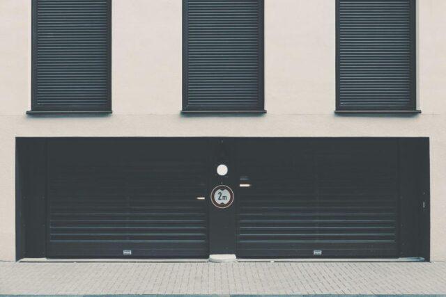 Jaka brama garażowa na dwa samochody?